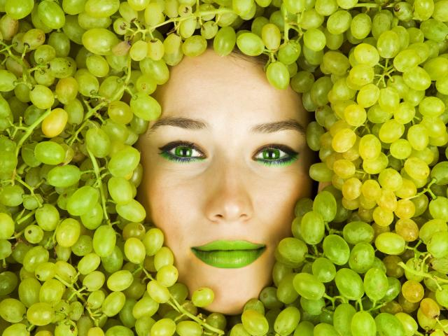 Eat your way to a flat belly grapes