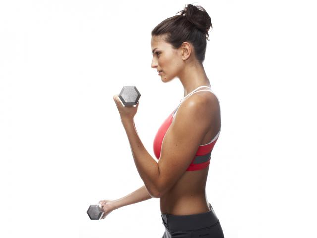 Woman doing bicep curls lifting weights