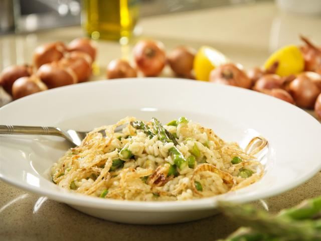 Asparagus risotto with crispy shallots