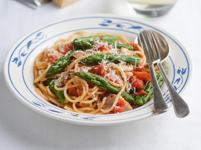 Fiery british asparagus chicken pasta