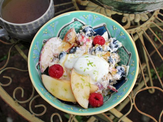 Detox kitchen breakfast bowl