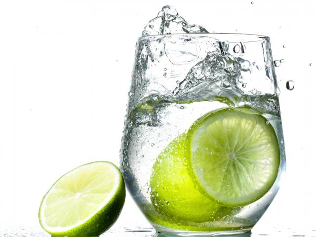 Gin-lime-cocktail-glass