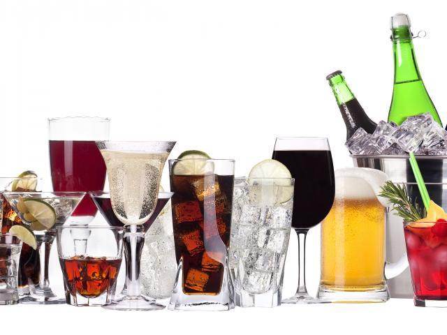 Glasses-cocktails-bar