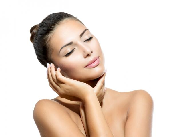 How to make your skin glow in just two minutes womens health shutterstock you dont need a bling budget to get radiant skin simply treat yourself to a face massage and get ready to see results easy solutioingenieria Image collections