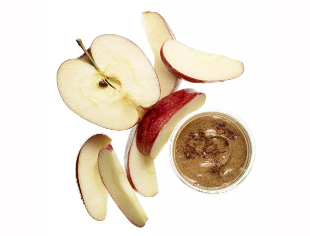Apple, almond butter and cinnamon - snack - issue 5