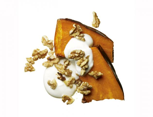 Baked sweet potato, yoghurt and walnuts - snack - issue 3