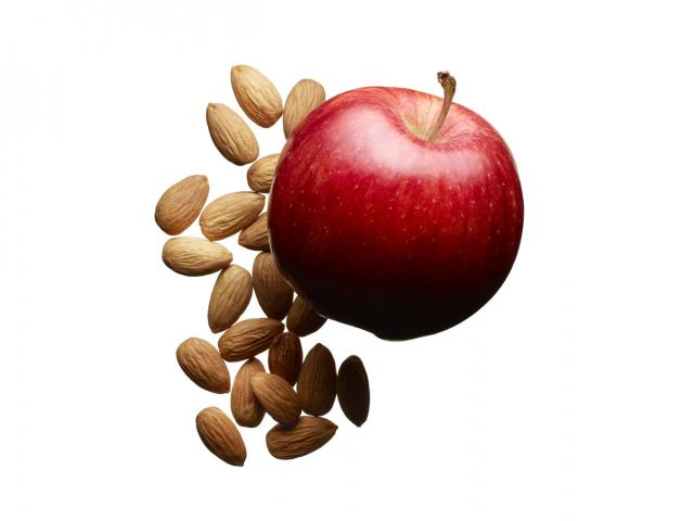 Flat belly snack apple and nuts