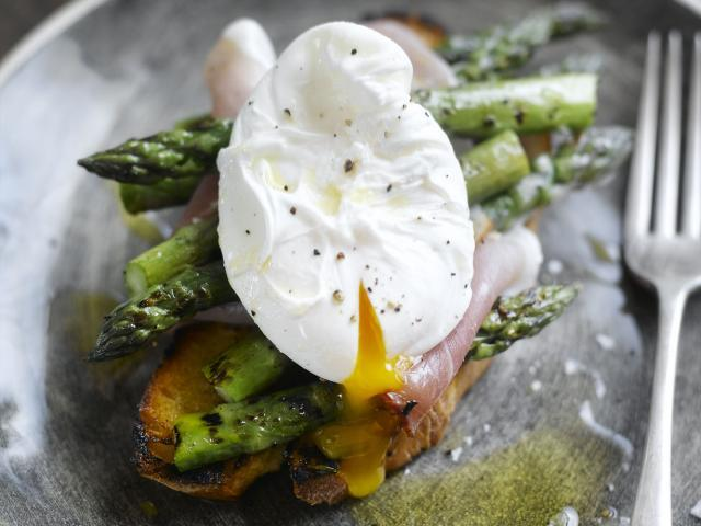 Toasted sourdough with grilled asparagus, serrano ham and poached eggs  medium 4x3