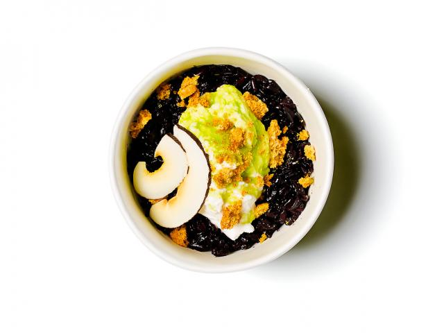 Black-rice,-coconut-yoghurt,-pandan-syrup,-gingerbread-crumbs-copy