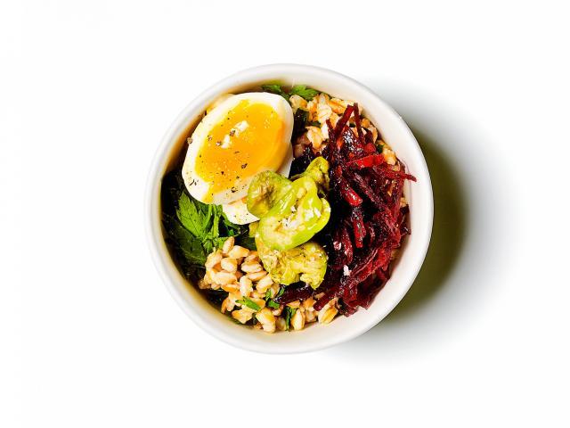 Farro,-chopped-egg,-beets,-olives-copy