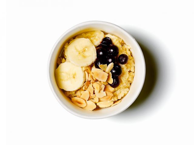 Quinoa-porridge,-soy-milk,-banana,-almonds-copy