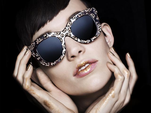 Women wearing cutler and gross sunlasses