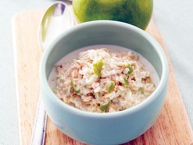 Breakfast bircher recipe - overnight oast, chia seeds, grated apple, feel good plan.