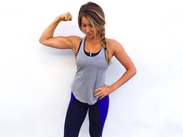 Fitness Blogger Reveals Reality Of Bloating (That Doesn't
