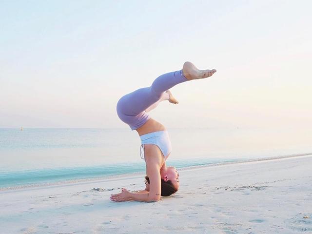 Jessica olie yoga forearm stand