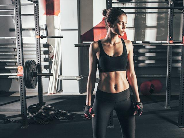 Woman-weights-area