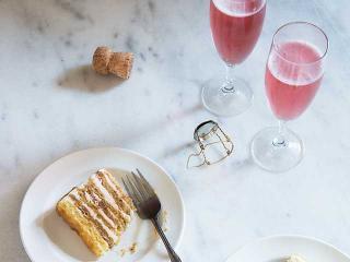 Rose-wine-cake