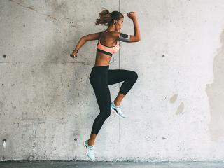 Woman-doing-hop