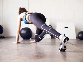 Woman doing mountain climbers in puma leggings