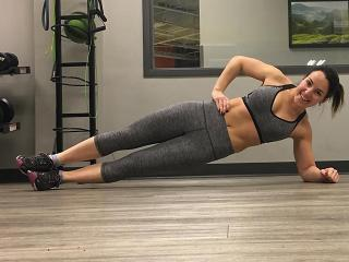 Annette - fitness blogger doing side plank