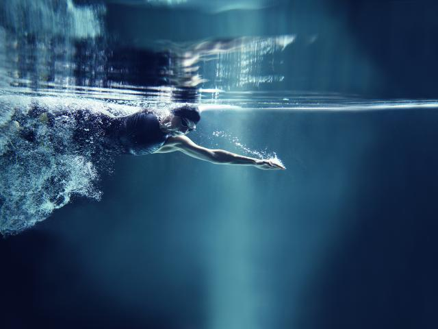 The Swimming Workout That Burns 500 Calories Women 39 S Health