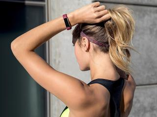 Fitbit Bangle - Your Most Googled Questions About Fitbit, Answered - Women's Health UK