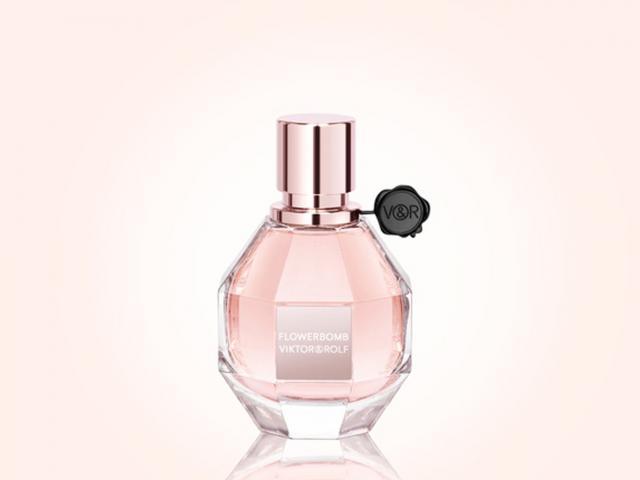 Flowerbomb perfume by viktorrolf