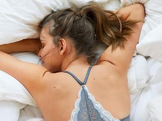 Woman-lying-in-bed