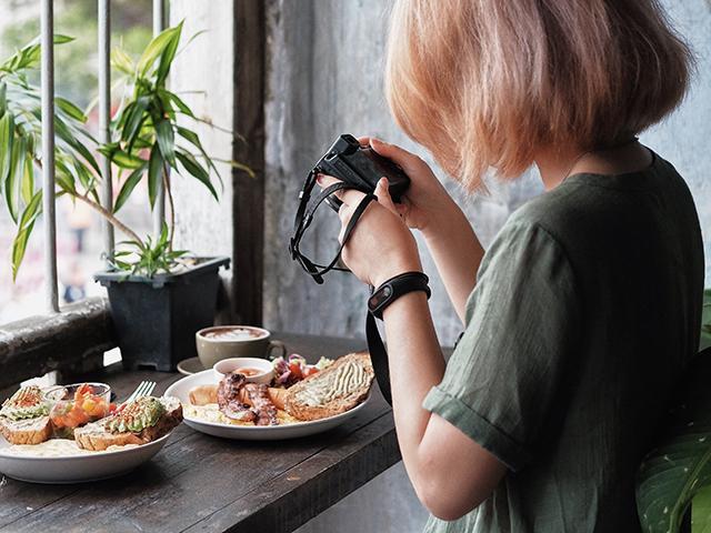 woman photogrpahing food