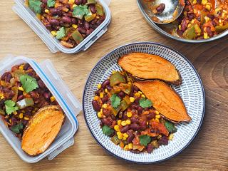 Healthy vegetarian chilli recipe, the food medic, with lunchbox