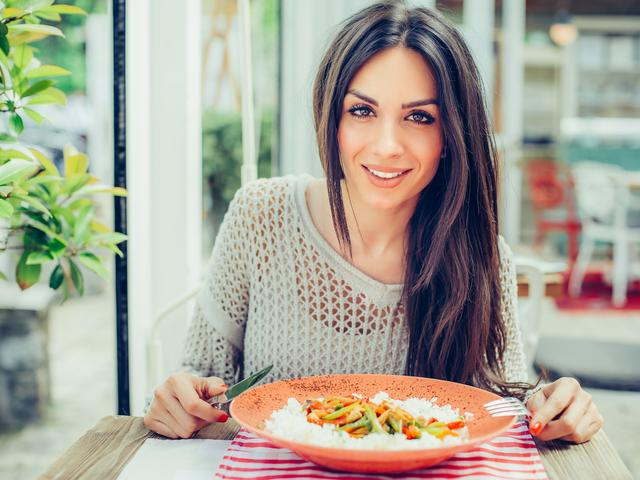 Best dinner for fat loss-It's Dinner Time -This Is What You Want To Eat For Fat Loss-Women's Health UK