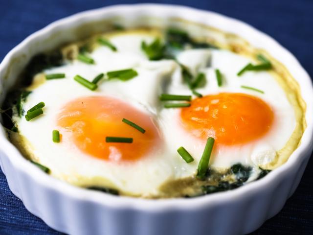 Baked eggs en cocotte florentine style