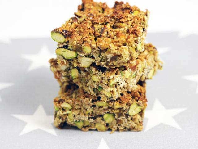 Date and pistachio bars